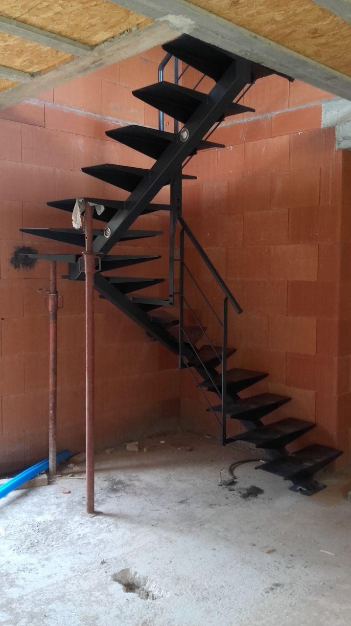 Escalier complété avec le garde corps