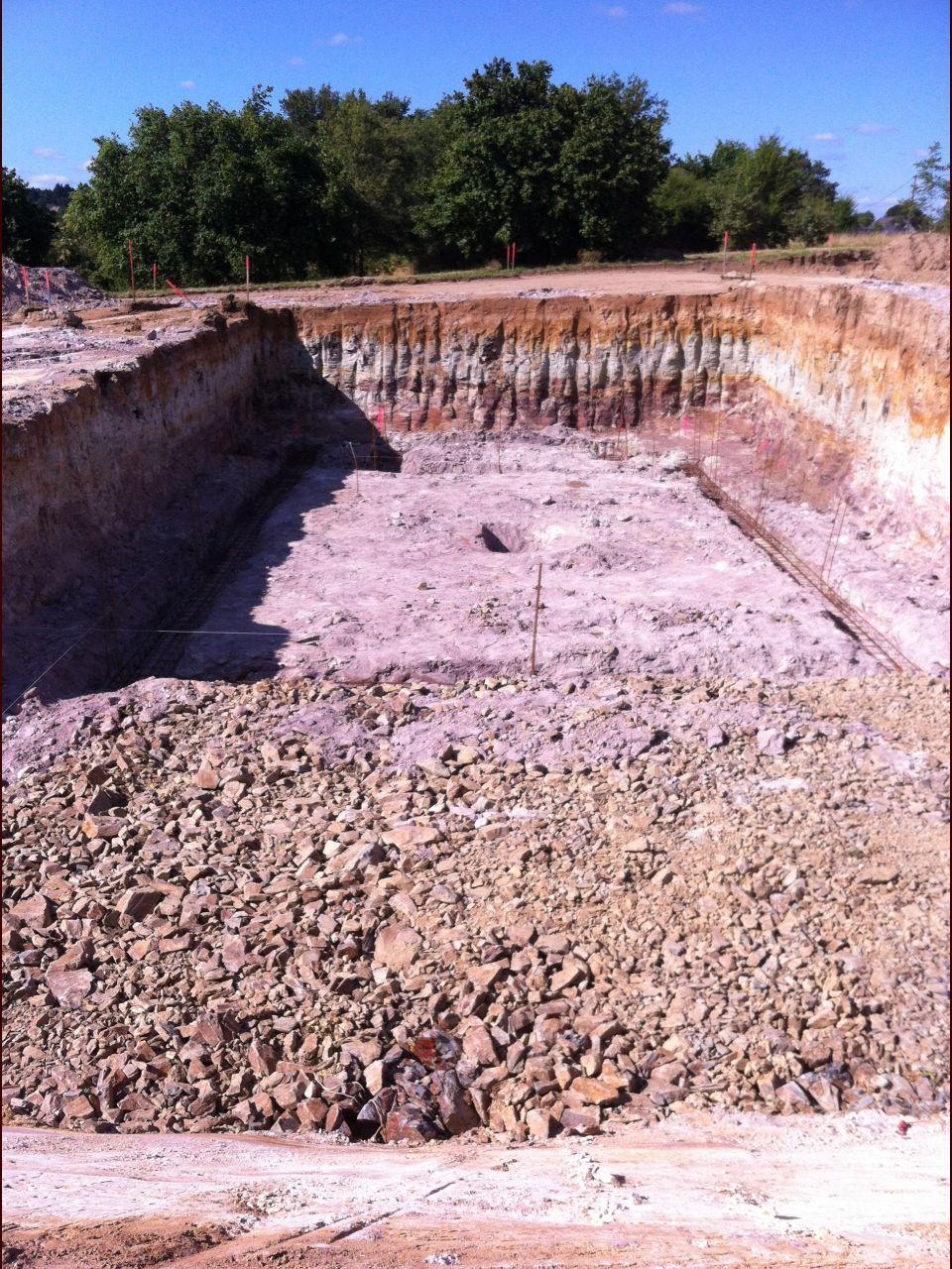 Fondations du sous-sol creusées et féraillées.