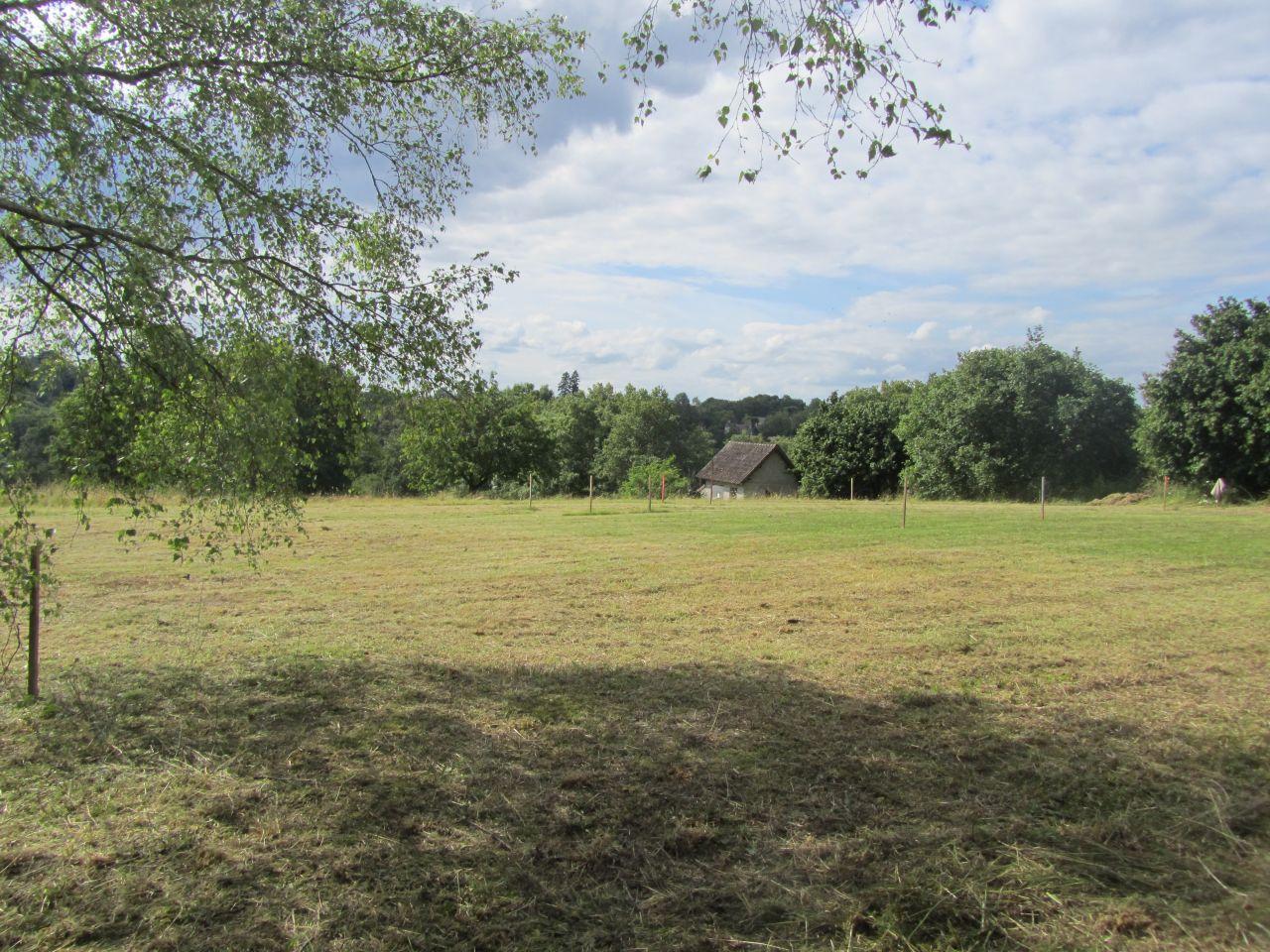 Terrain après implantation et avant terrassement.