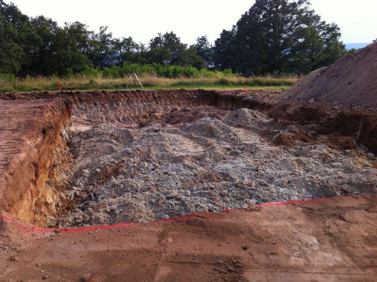 Terrassement de masse du sous-sol, début.