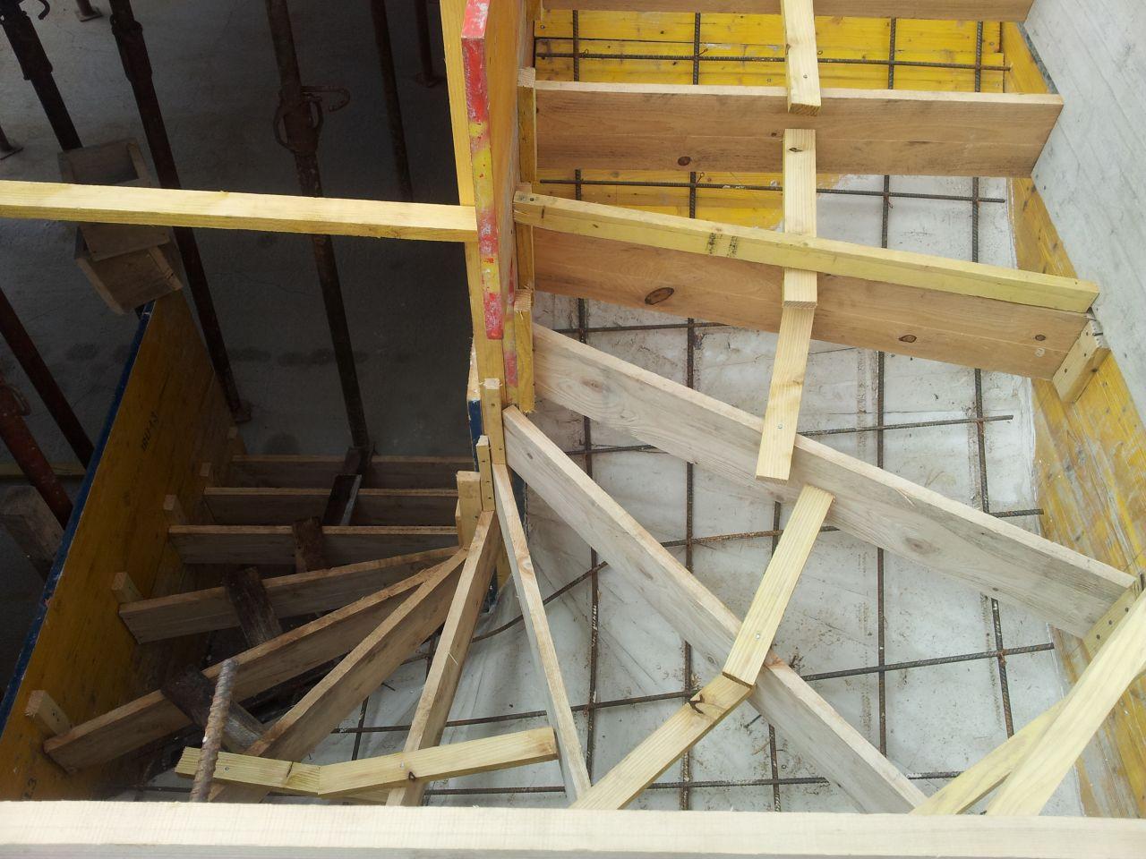 Préparation du futur escalier entre le sous-sol et le RDC