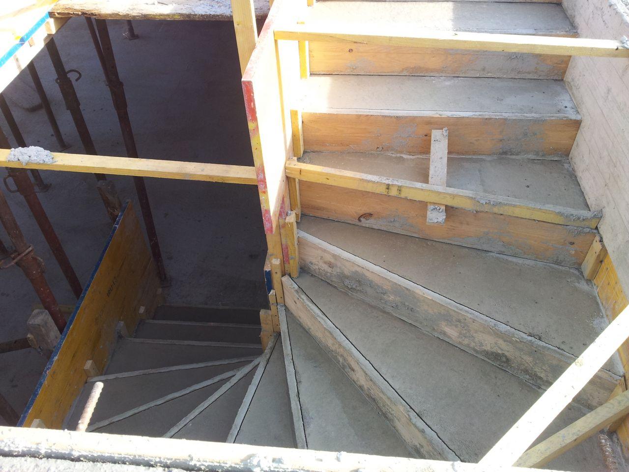 Escalier du sous-sol coulé !