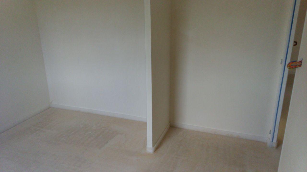un autre placard d'une chambre
