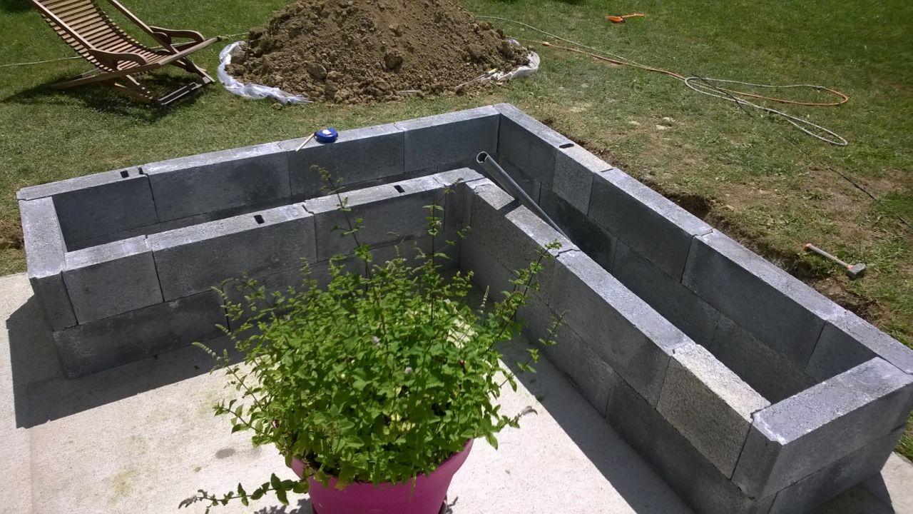 Deco de la chambre d 39 amis jardini re le long de la for Jardiniere haute et etroite