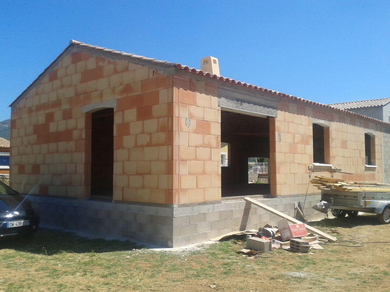 Construction d 39 une maison individuelle laroque laroque herault for Tuiles vieillies