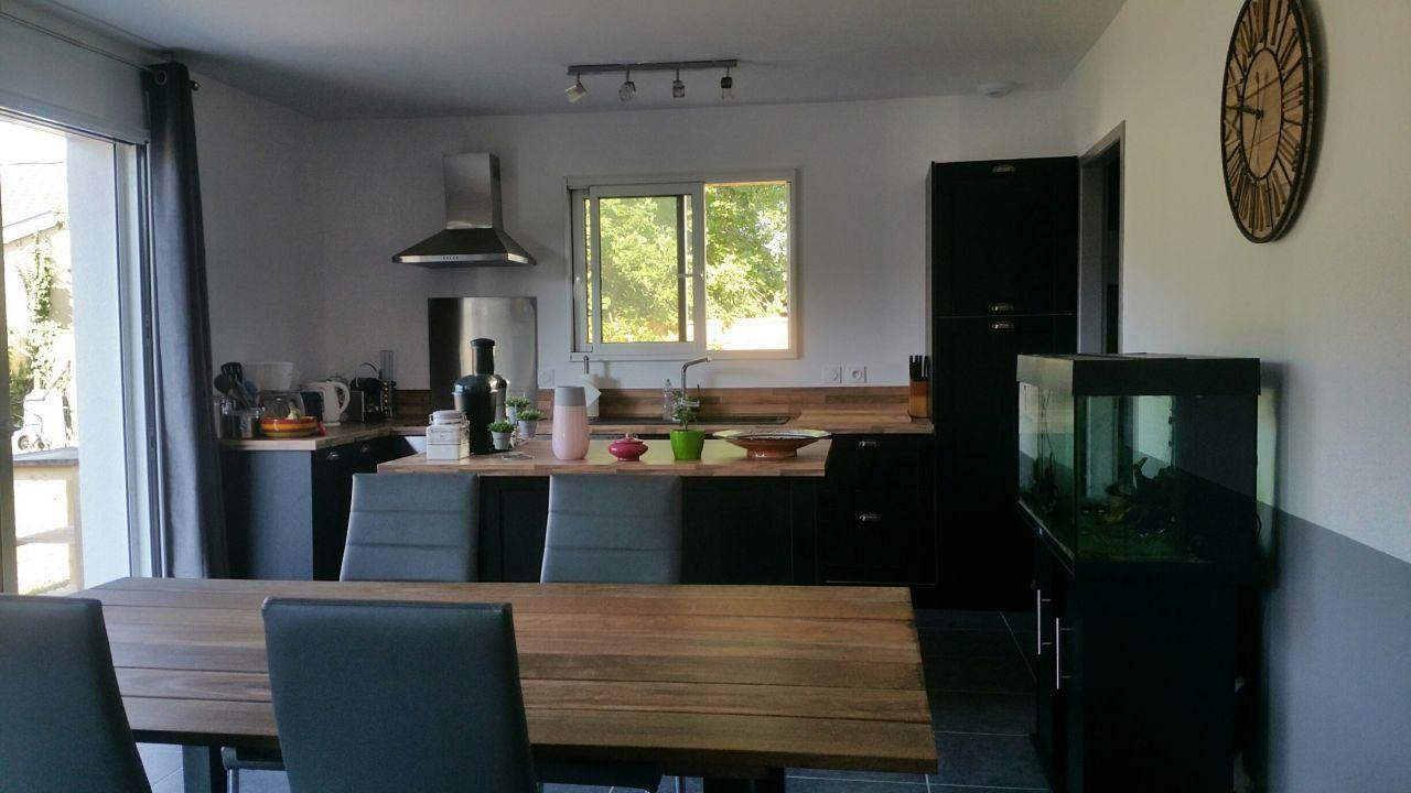 Table finie intégrée avec notre cuisine