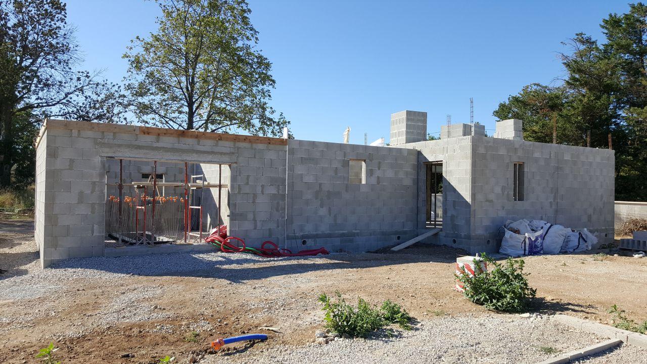 Fin des murs du garage arase pr paration de la dalle for Isoler les murs du garage
