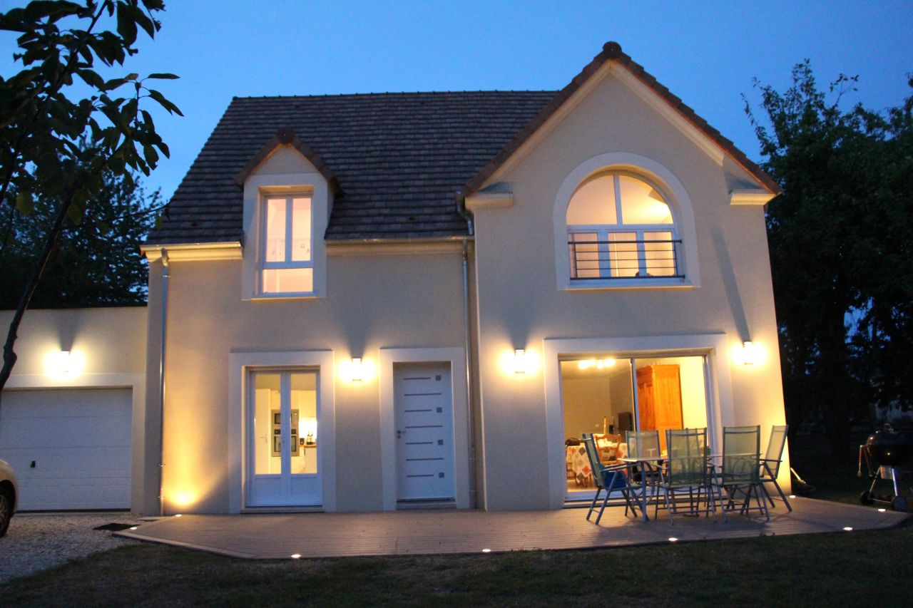 Photo terrasse bois composite et clairage ext rieur for Electricite exterieur maison
