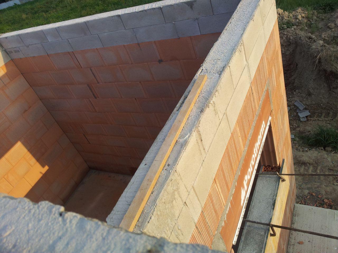 Vu du dessus de notre future chambre, avec les acrotères pour le toit plat