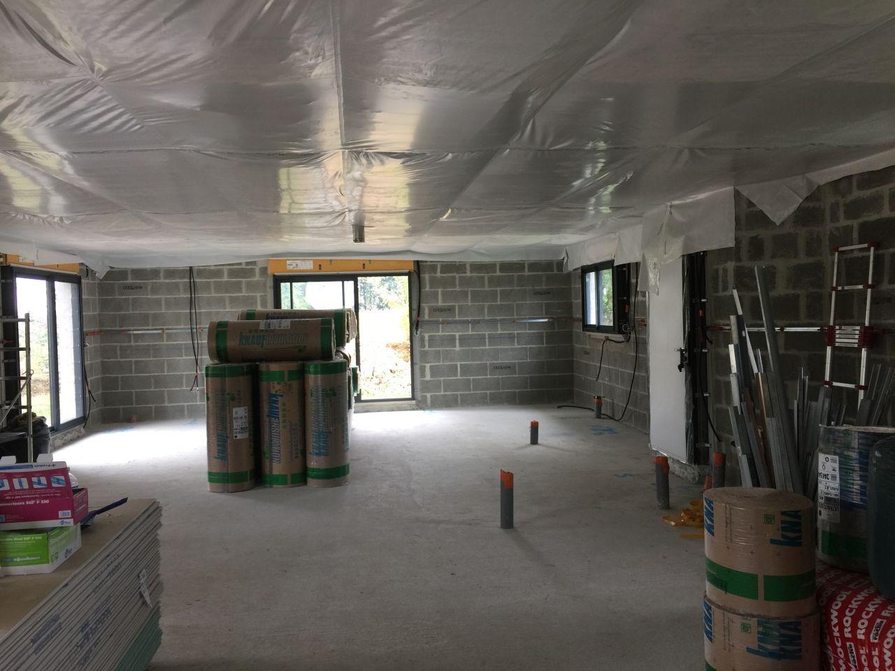 Pose de la membrane d'étanchéité du plafond .