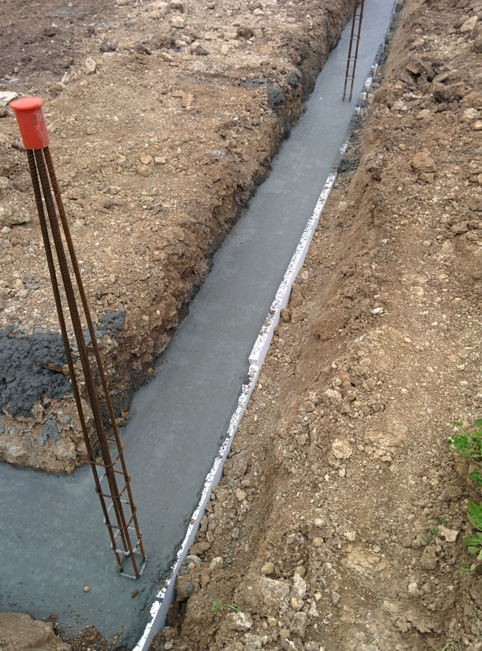 fondations coulées (pas encore sec)