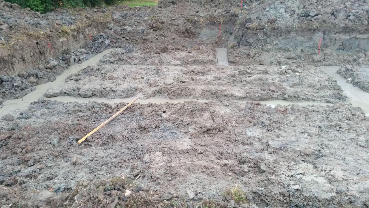 Fin de coulée des fondations de 40cm de profond x 50cm de large