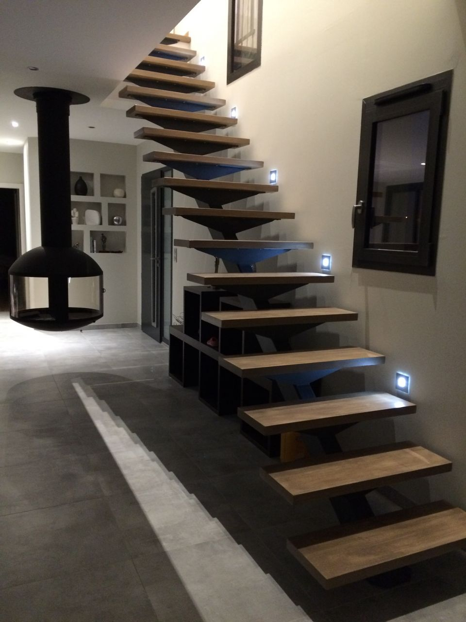 Escalier by night