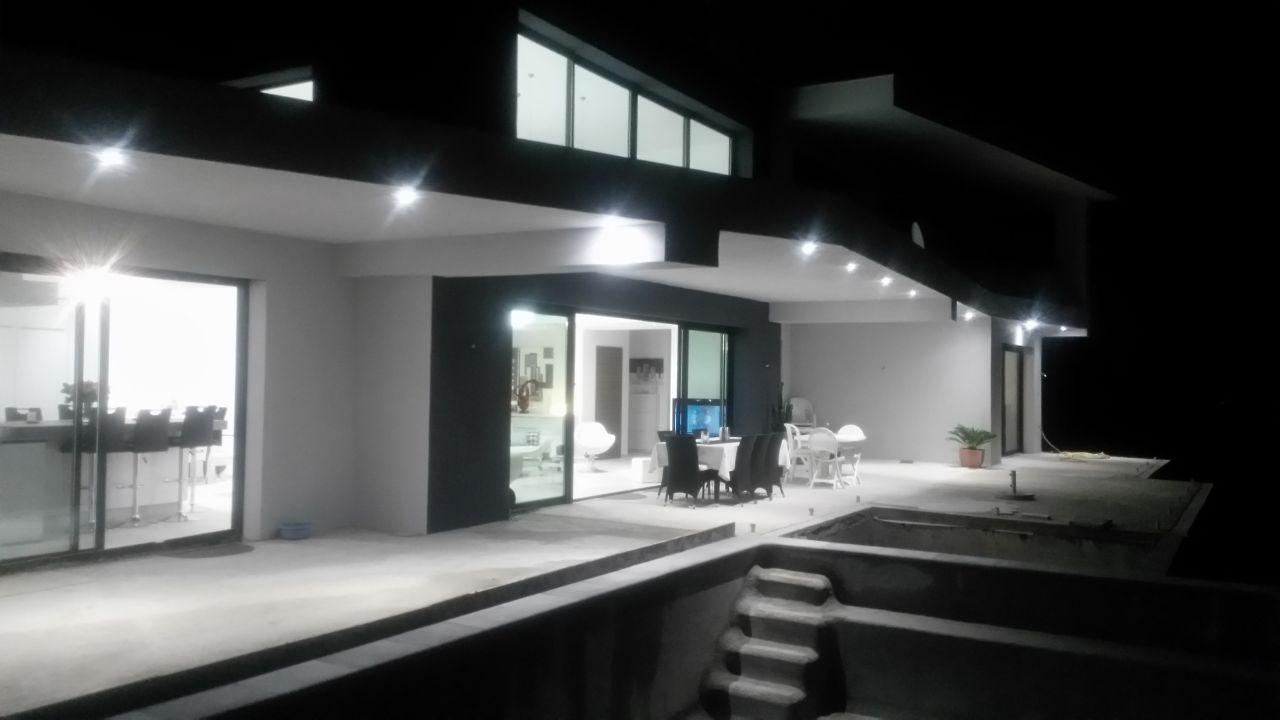 éclairage par spots a LED manque les appliques de façade