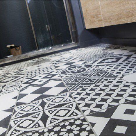 Carrelage pour les toilettes, et oui je voulais mettre mes imitations carreaux de ciment quelques part !