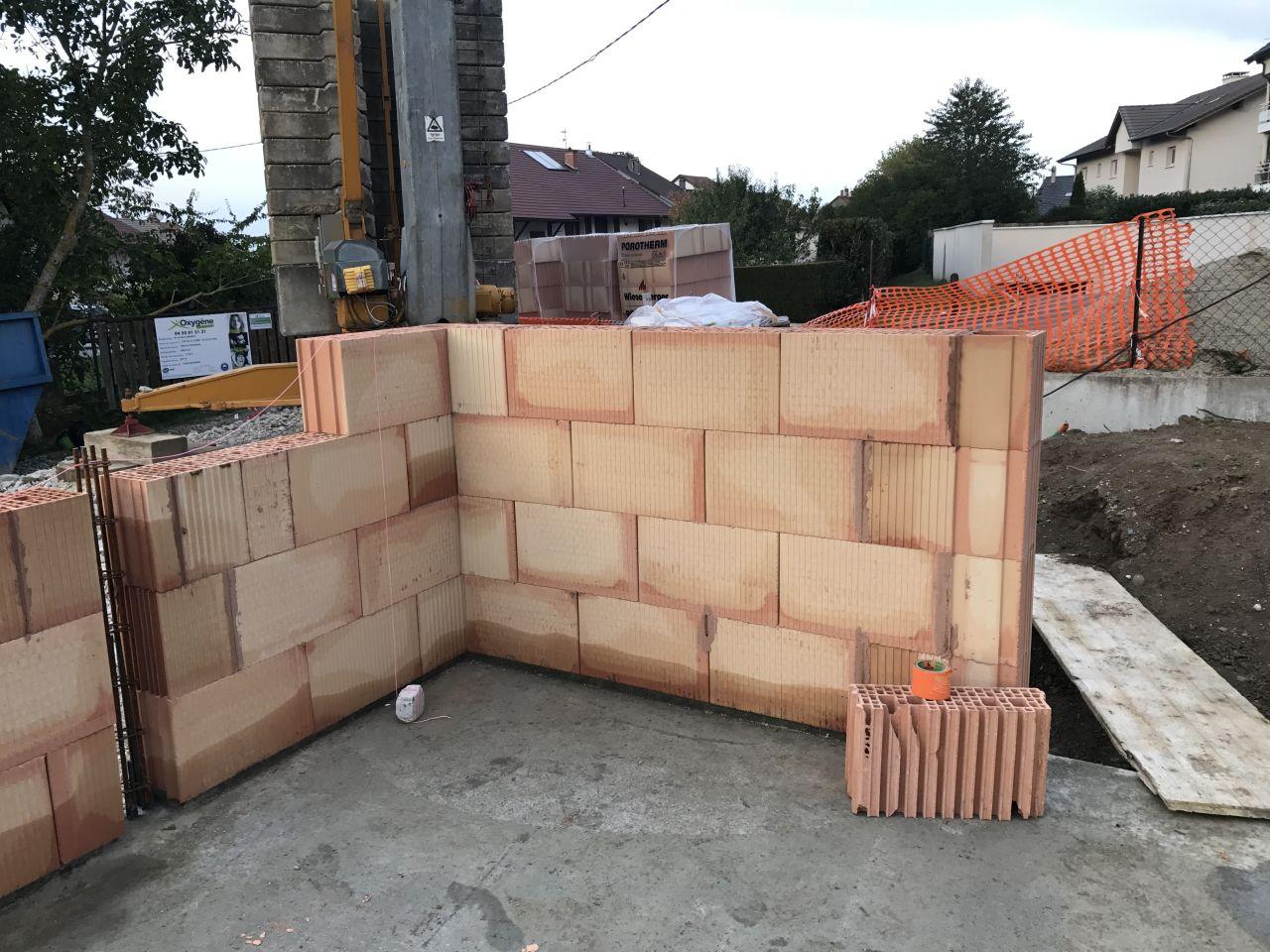 Premières rangées de briques - entrée et WC