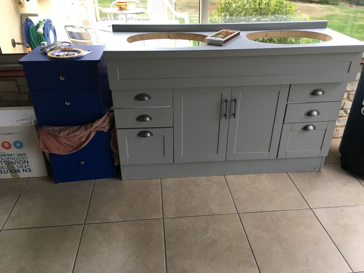 Tables de chevet et meuble de salle de bain