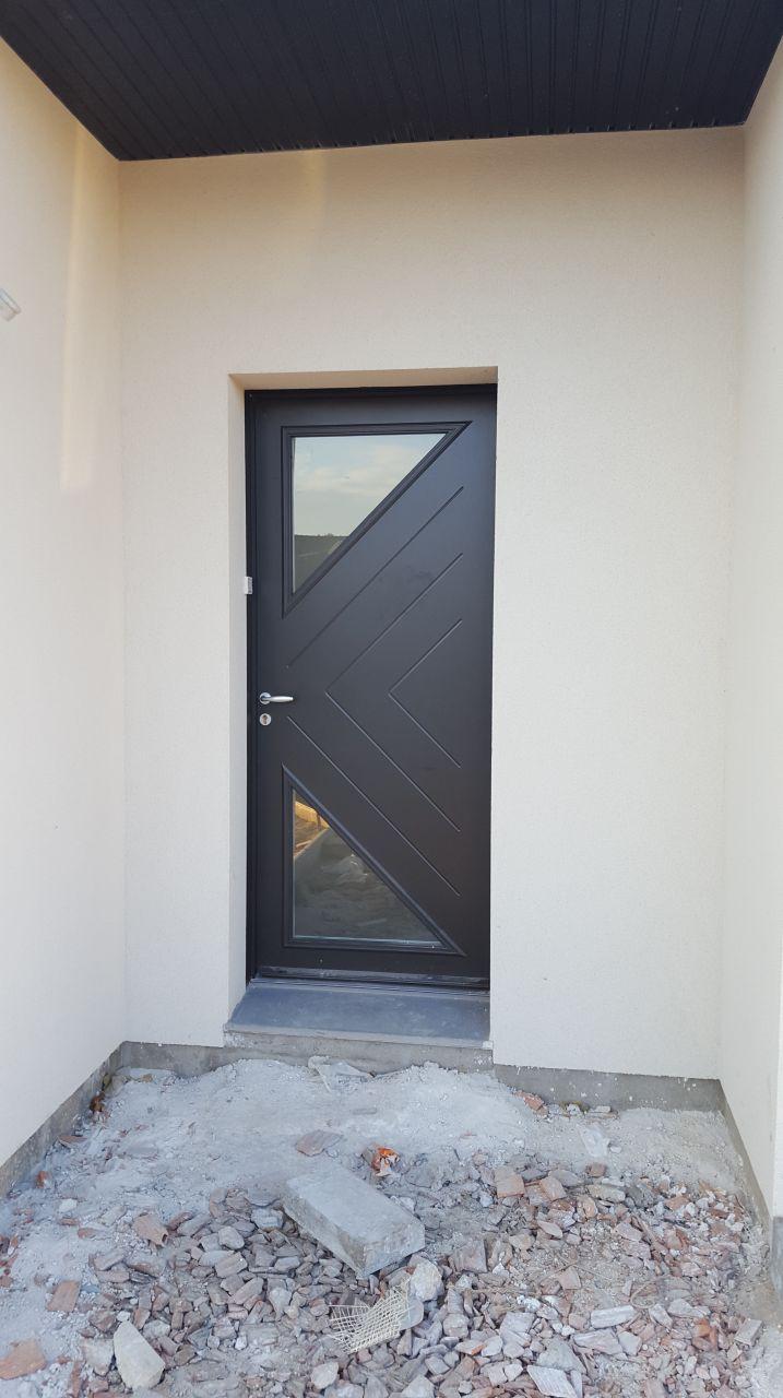 Porte d'entrée sans sa protection