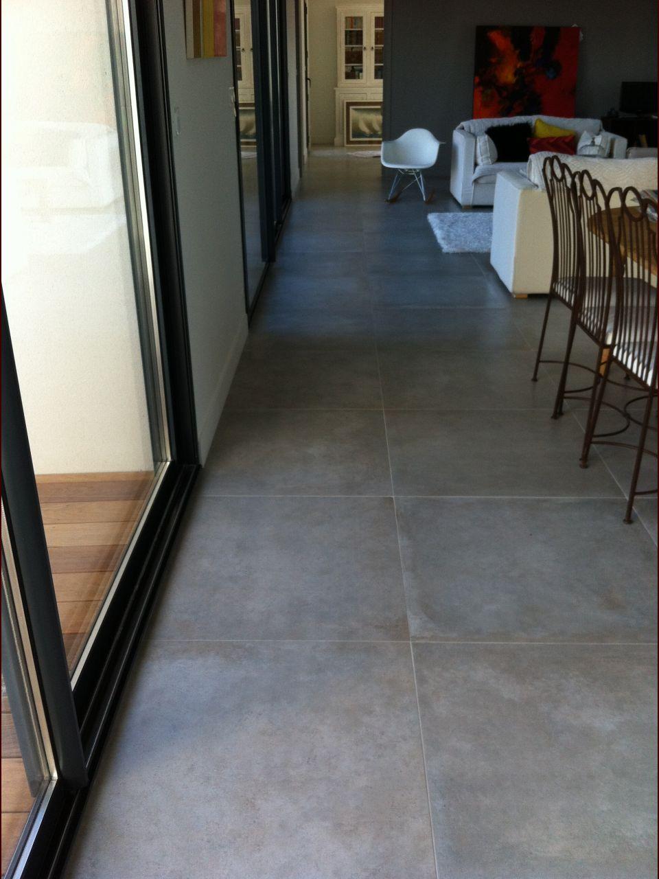 Carrelage gris ciment 80x80 proposé par l'archi.