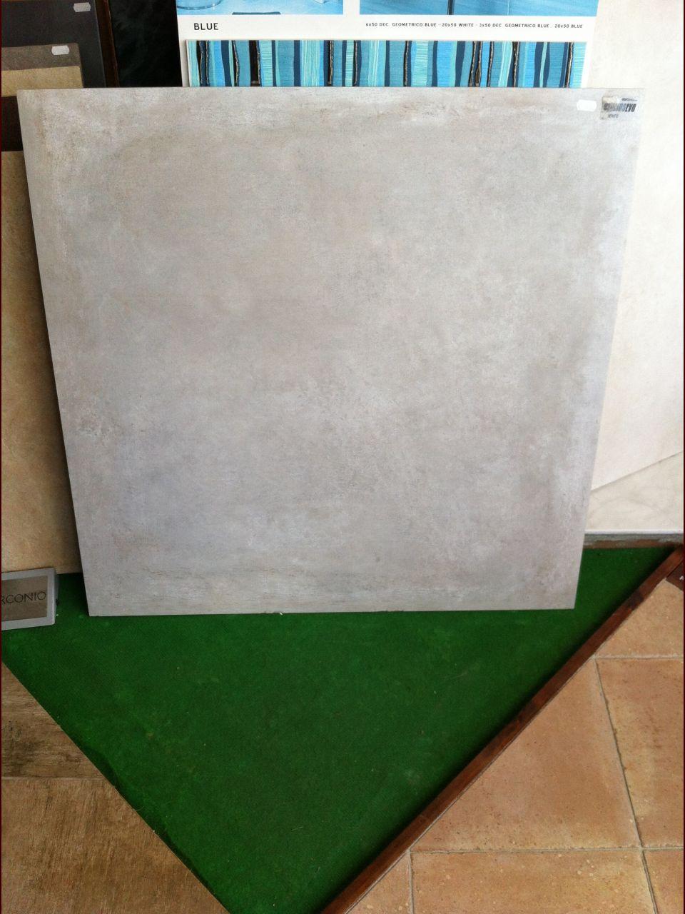 Carrelage gris ciment 80 x 80 proposé par l'archi.