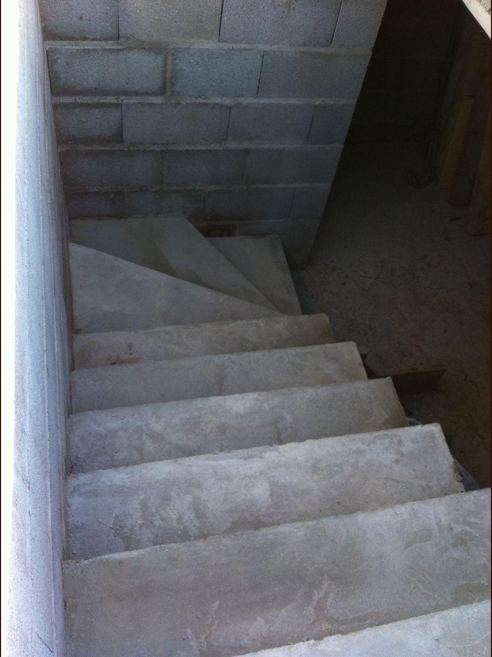 Escalier vers le sous-sol coulé!