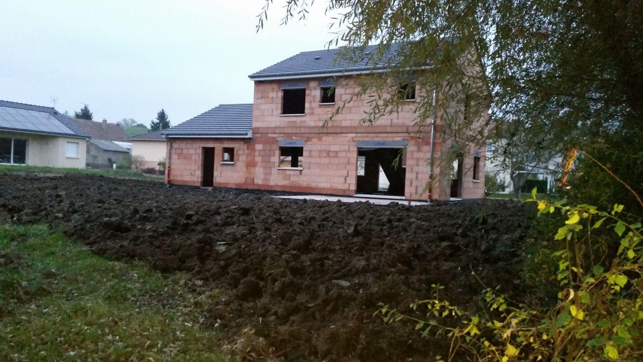 Vue AR de la maison avec terres remises en place