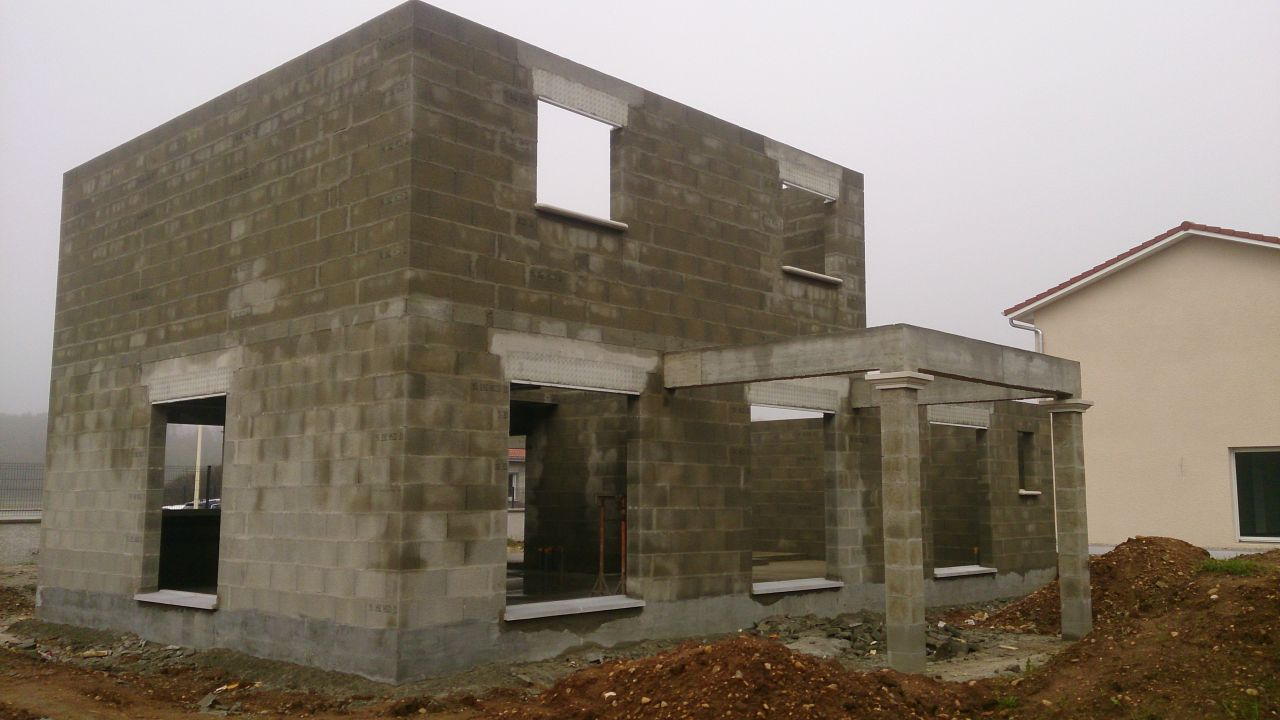 coudières, seuil et avancée de toit