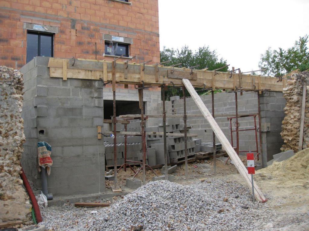 Poutre acier de 5,6m pour une porte de garage de 5m coulée «