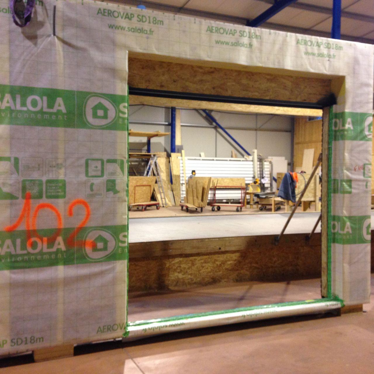 Début de fabrication de nos murs <br /> Ici, nous avons un mur de l'atelier avec la baie vitrée