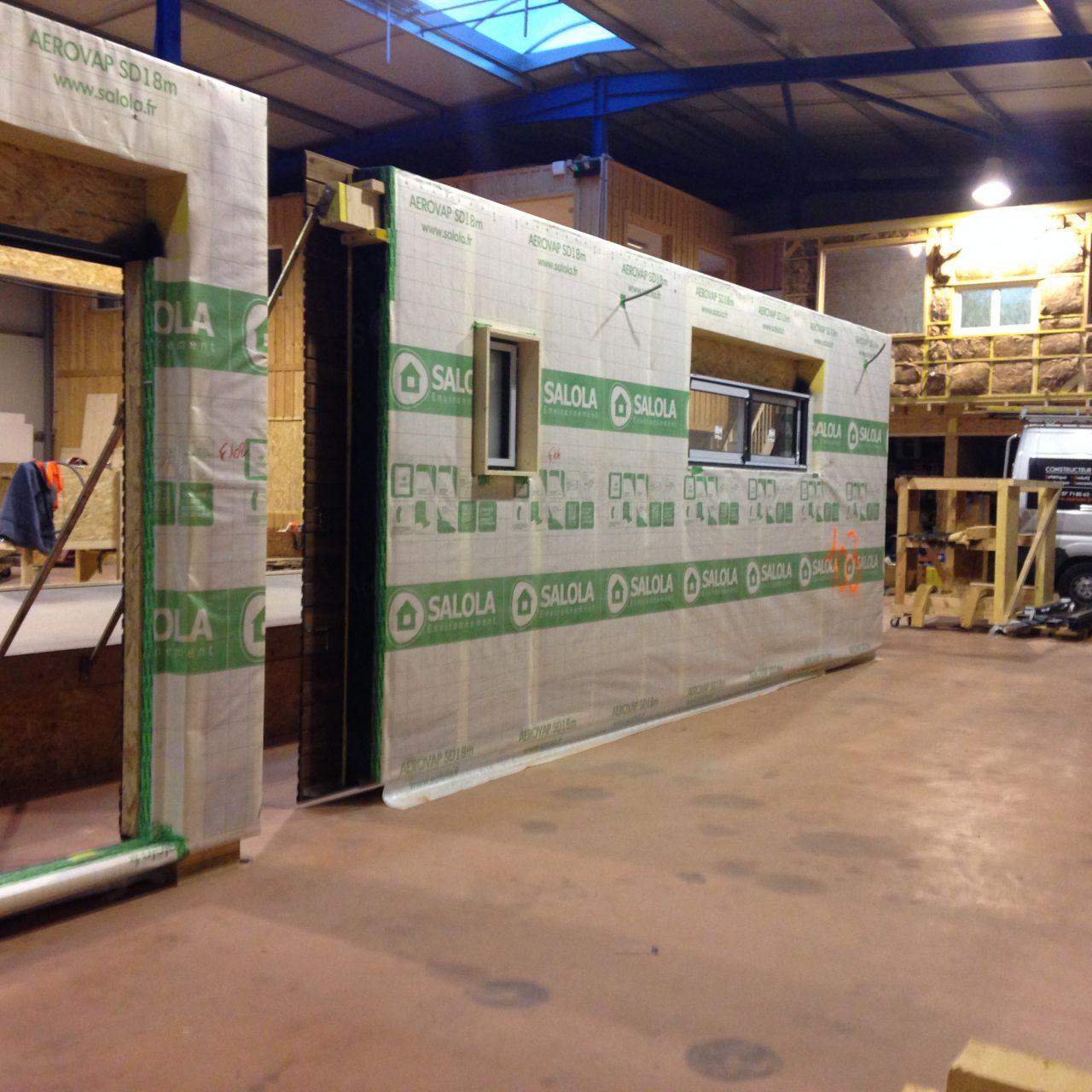 Début de fabrication de nos murs <br /> Ici, nous avons le mur de la cuisine avec la fenêtre de 2m20 et la fenêtre des WC