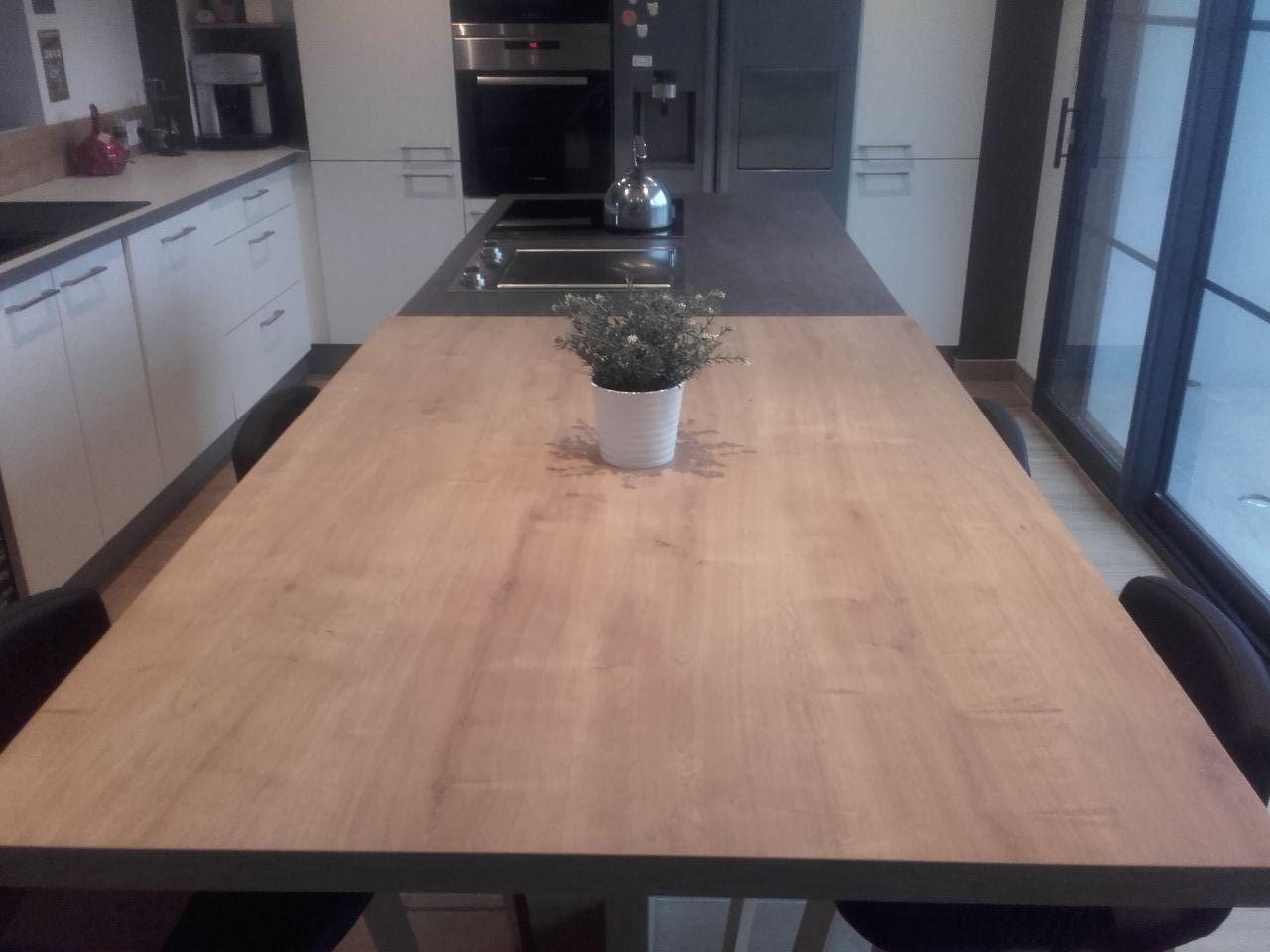 Photo cuisine 17m2 cuisine avec hotte au plafond for Cuisine 17m2