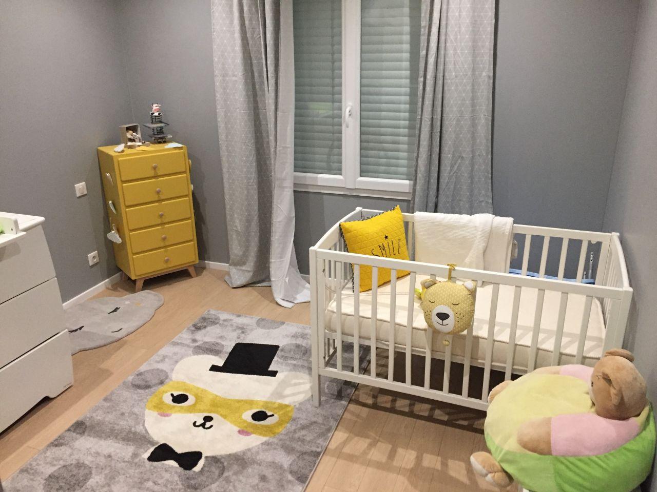 Chambre bébé gris jaune