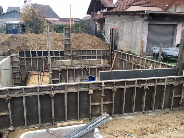 Coulage des fondations coffrage des murs du sous sol for Coffrage vide sanitaire
