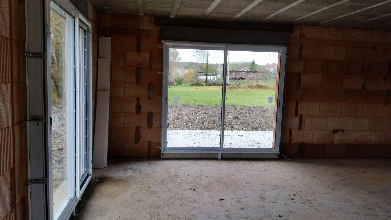Baies vitrées du salon vers terrasse