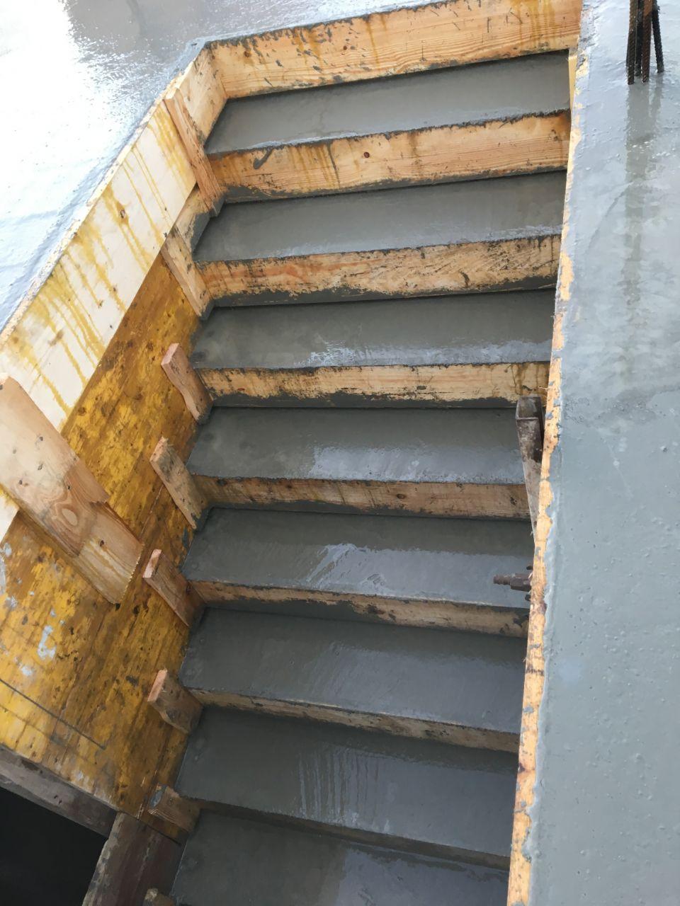 Escalier béton - coulage du béton