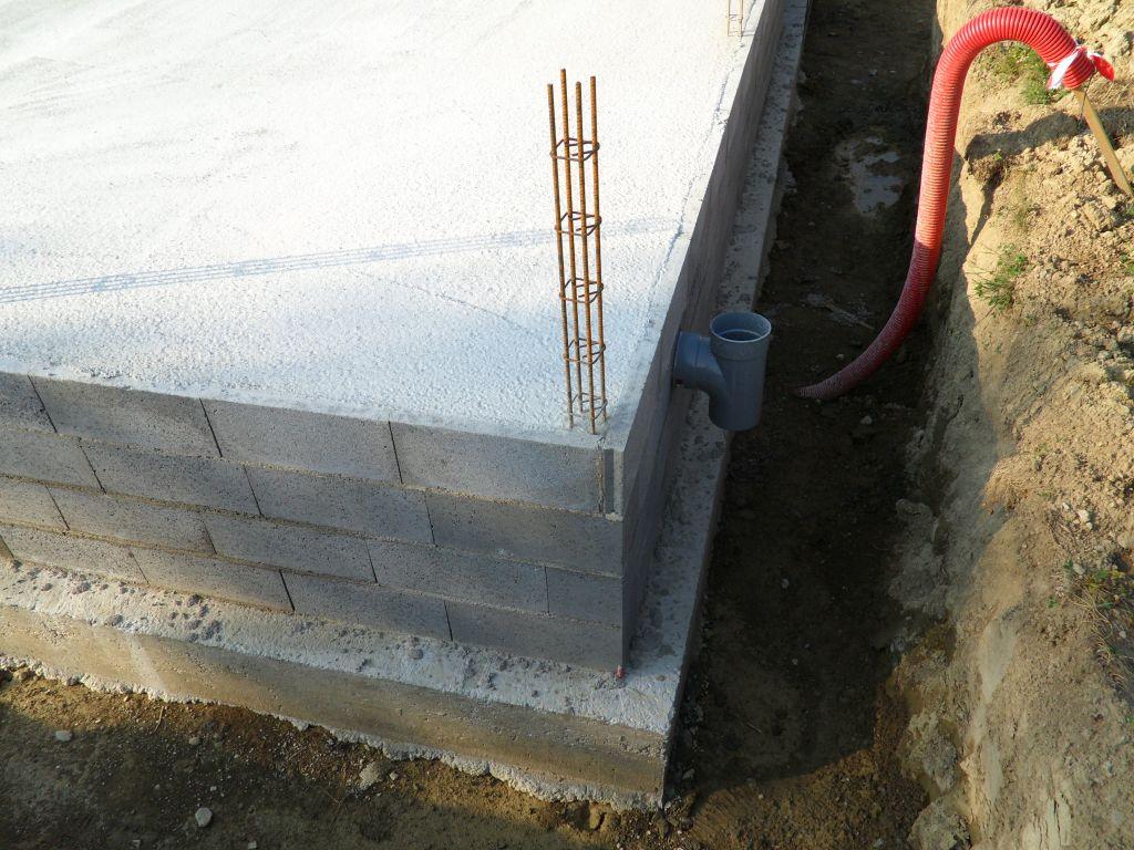 Construction d 39 une petite maison en savoie savoie for Coffrage vide sanitaire