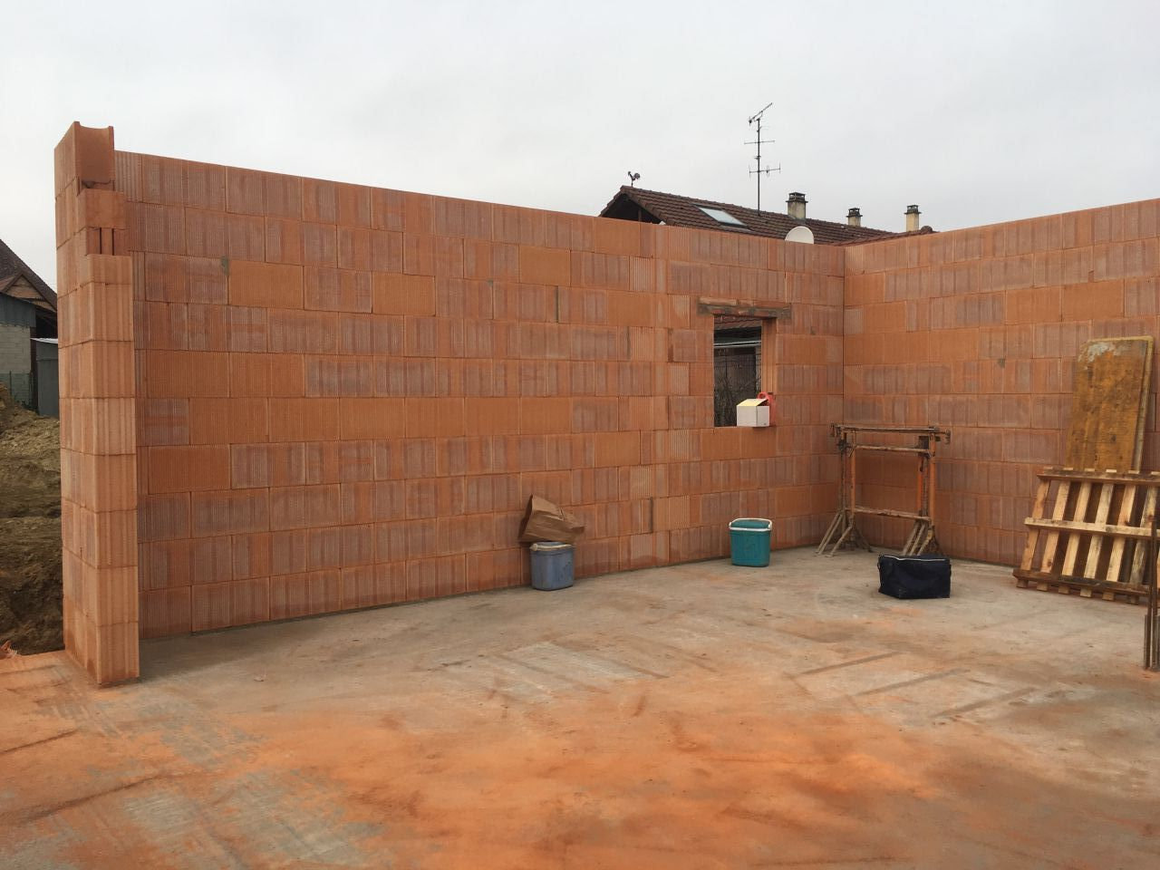 Mur de la cuisine et cellier
