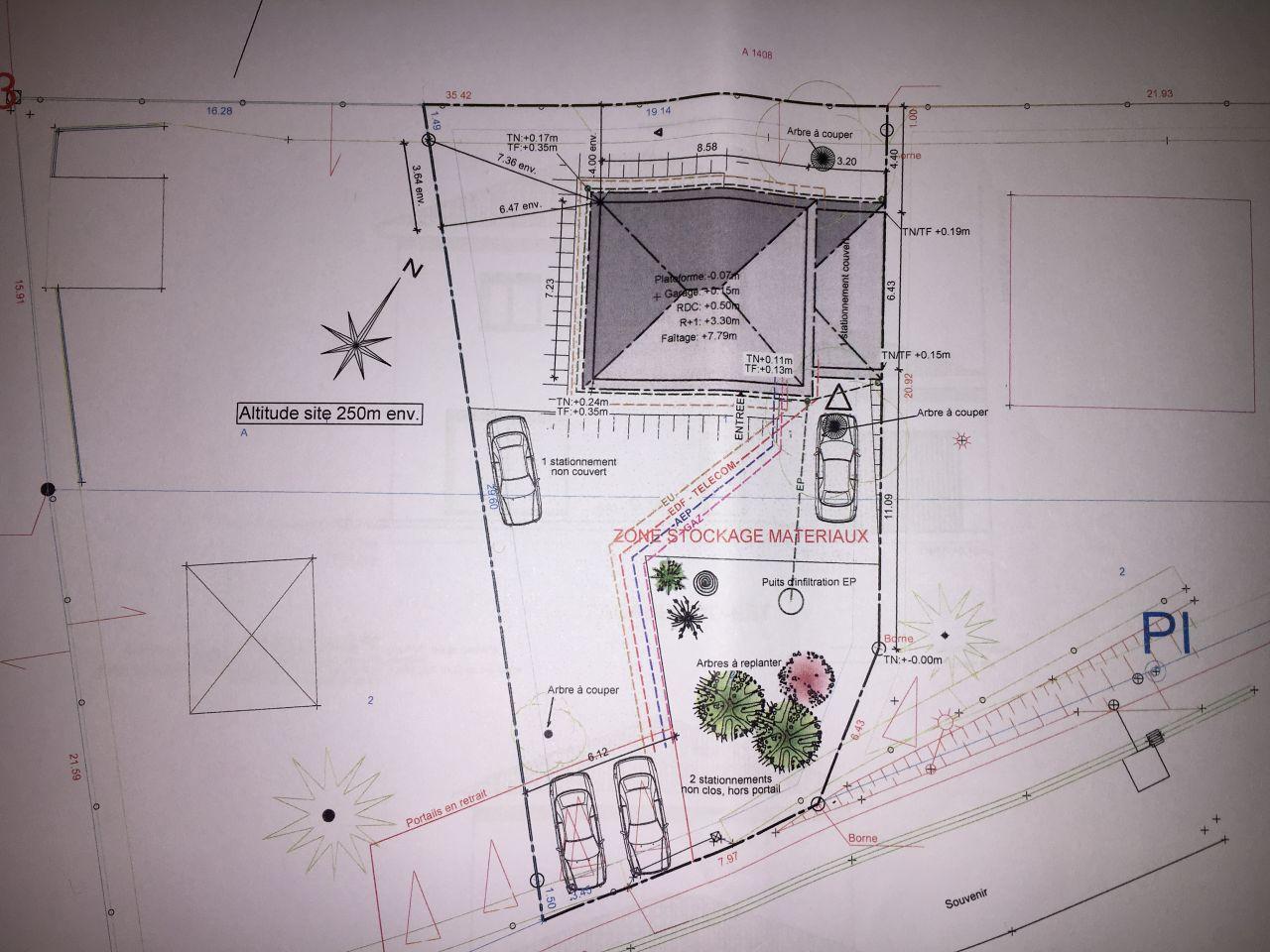 plan de masse. la zone de stationnement ne sera pas là ou elle est dessinée.