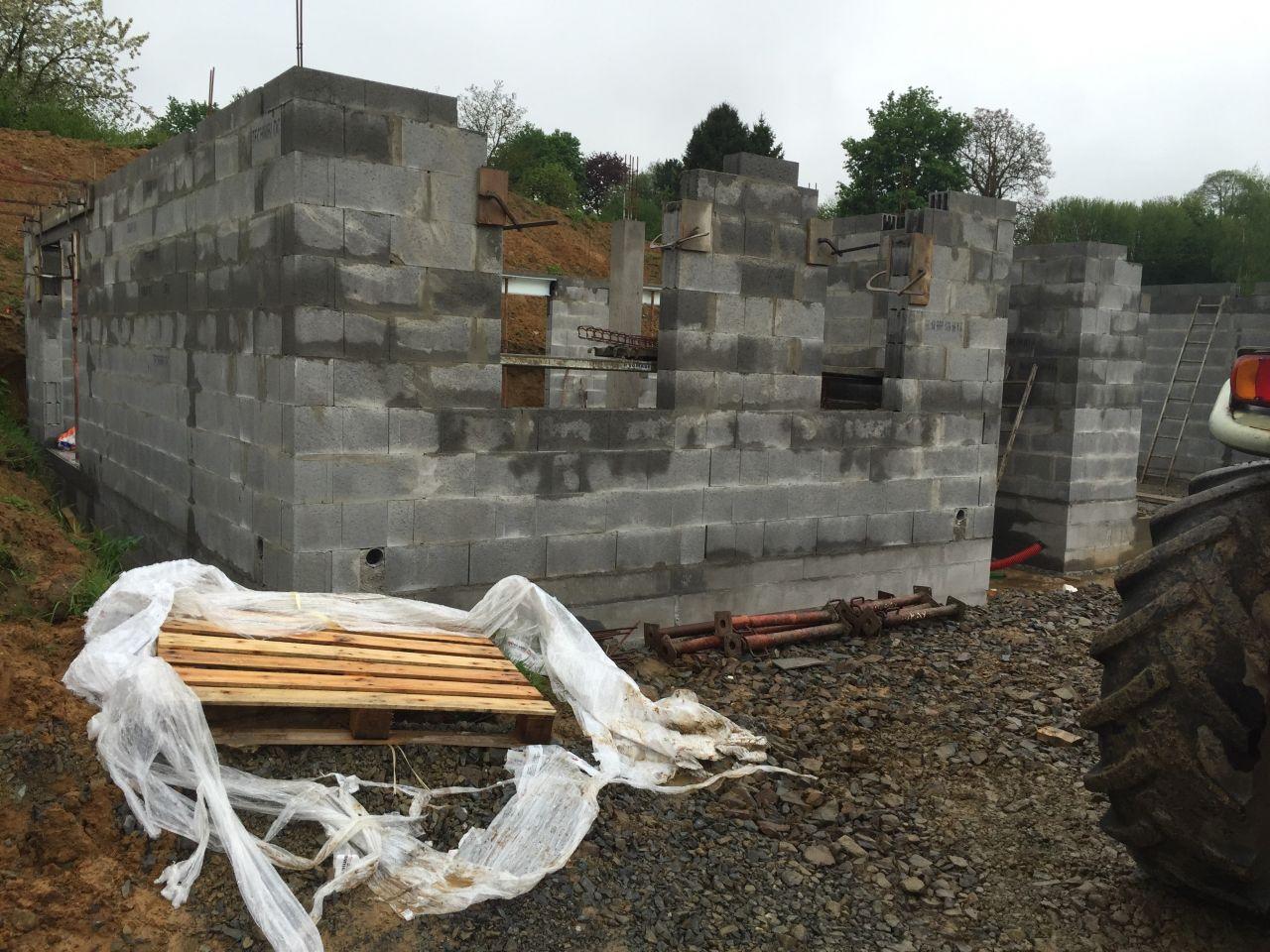 Les premiers murs