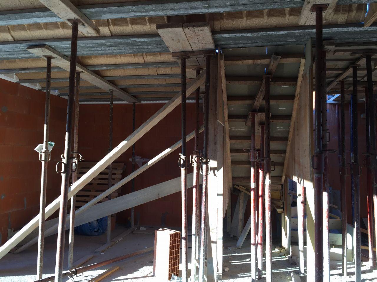 Plancher de l'étage avec l'escalier au fond