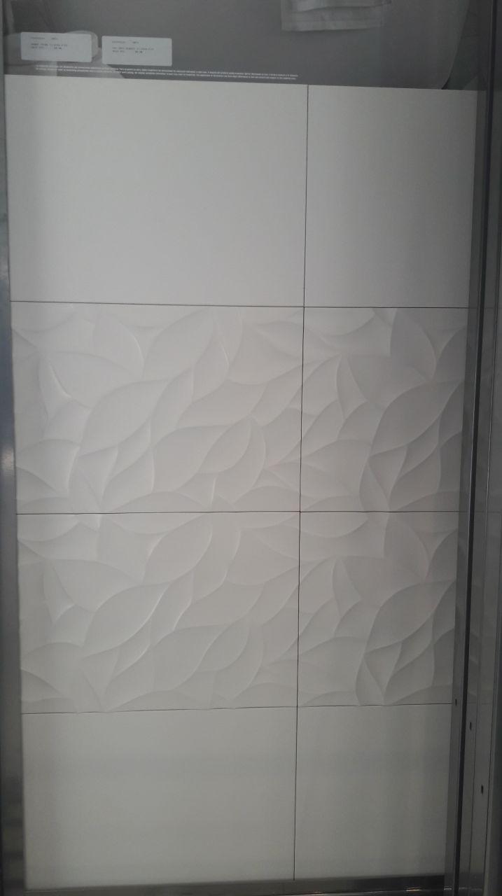 """""""Oxo deco blanco"""" (frise) et """"Marmi china"""" (reste du mur), la faïence pour la SDB"""