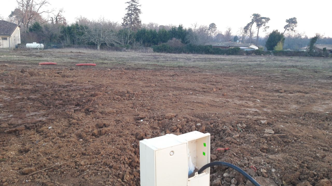 19 janvier, de la terre a été ajoutée sur notre terrain pour combler les trous laissés par les engins de chantier