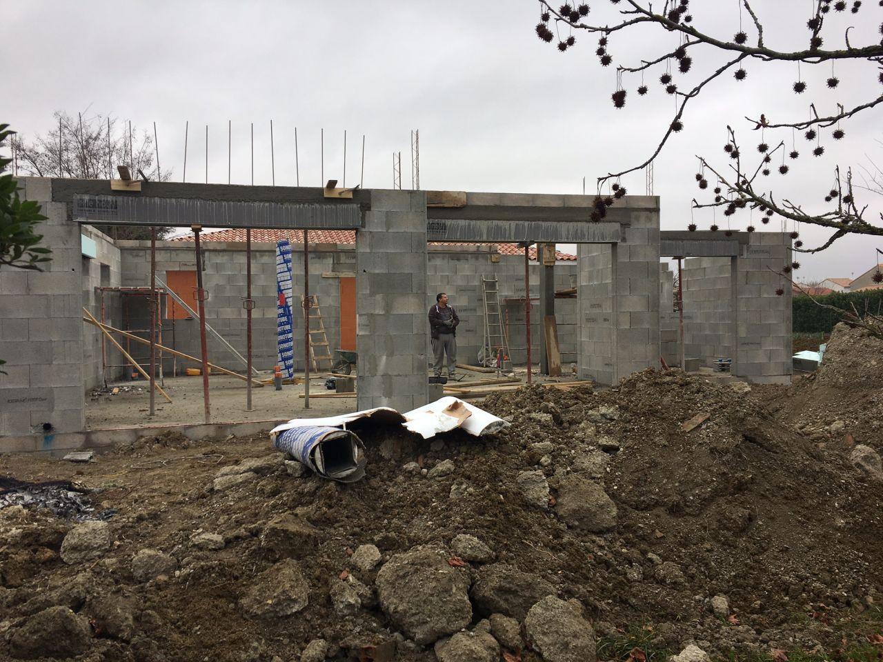 fin de la maconnerie RDC <br />  <br /> cote piece à vivre et jardin