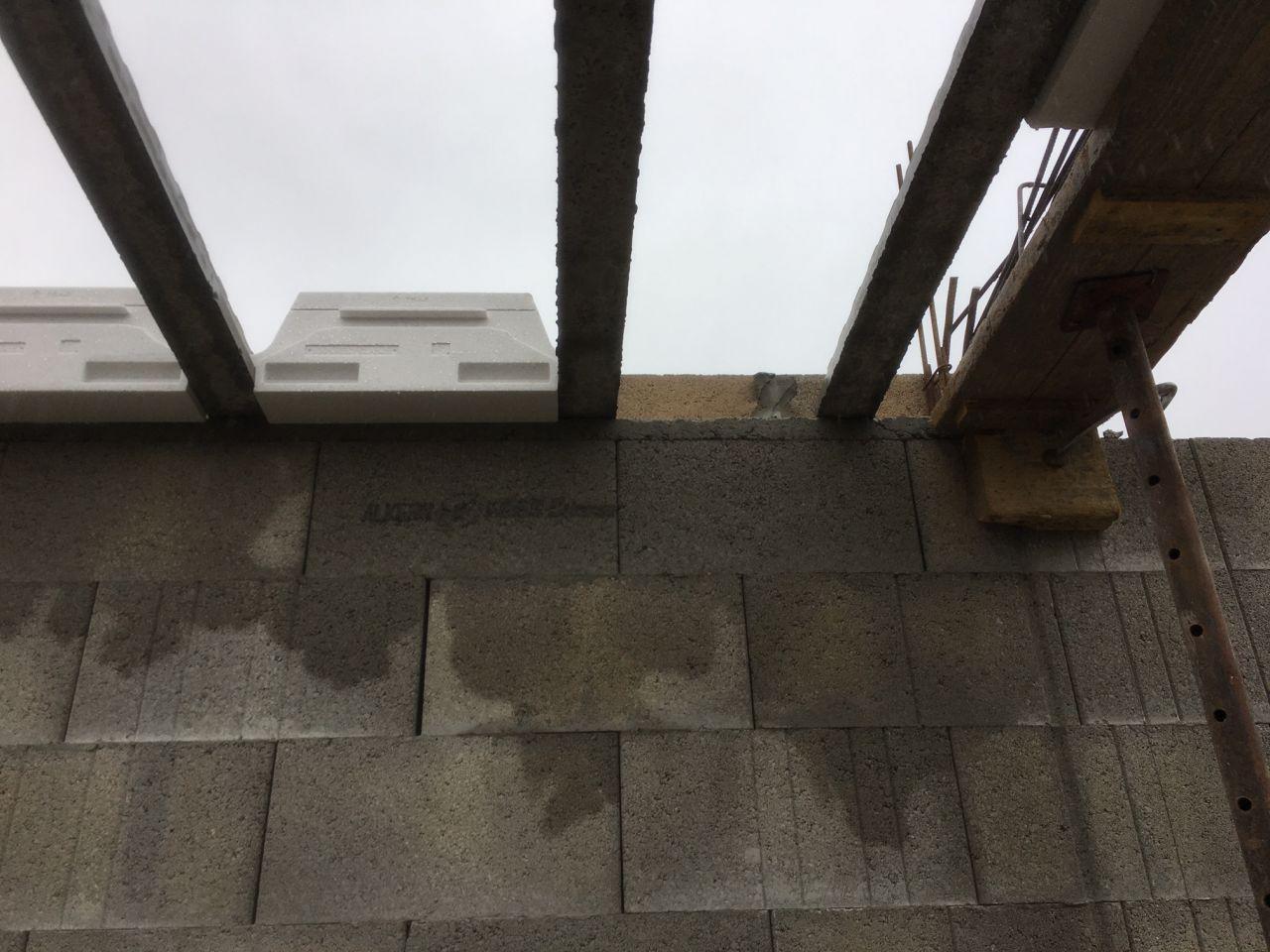 mise en place du plancher R+1 <br /> rupteur thermique