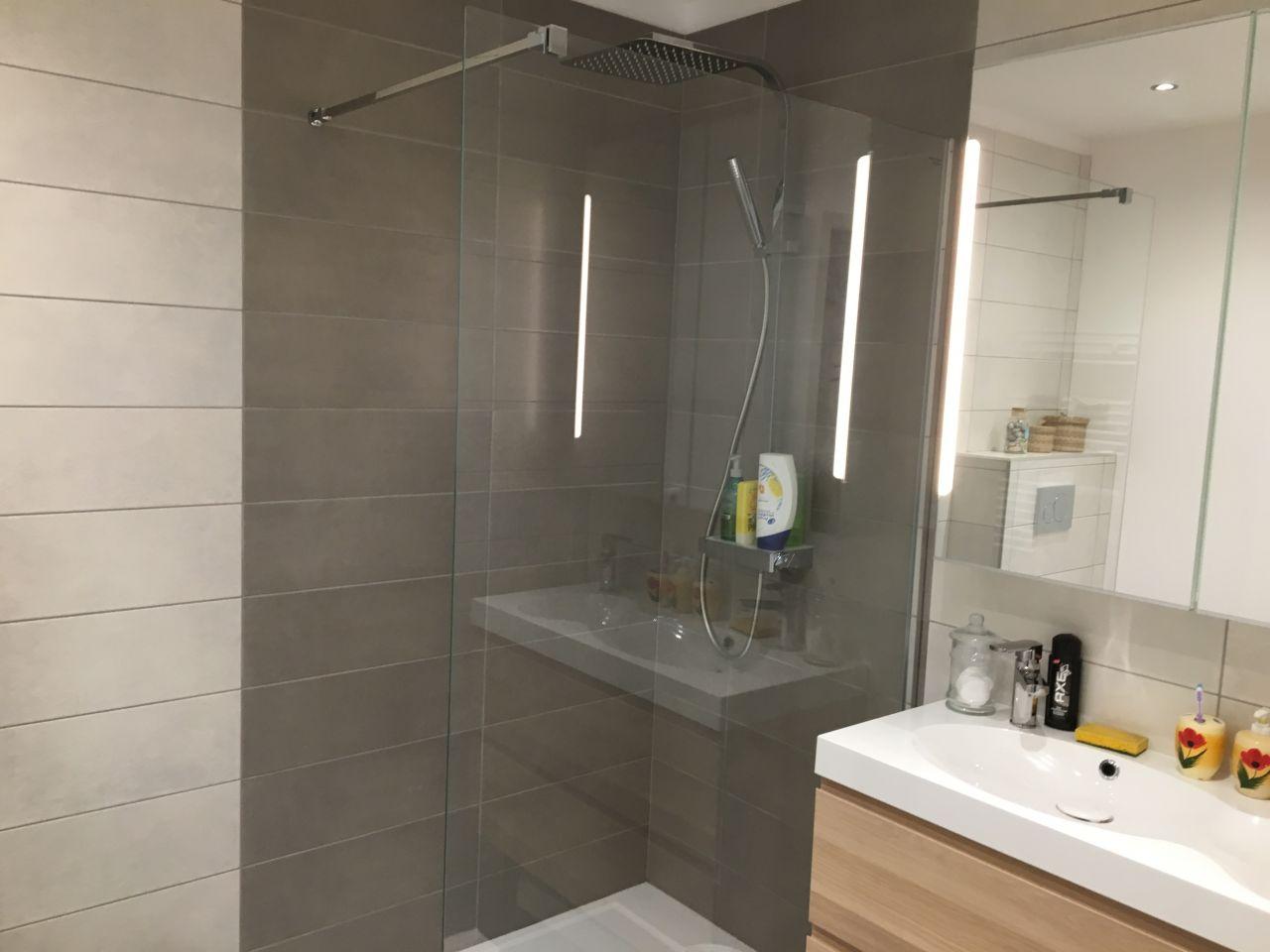 Photo salle d 39 eau rdc terminee d coration salle de - Parquet salle d eau ...