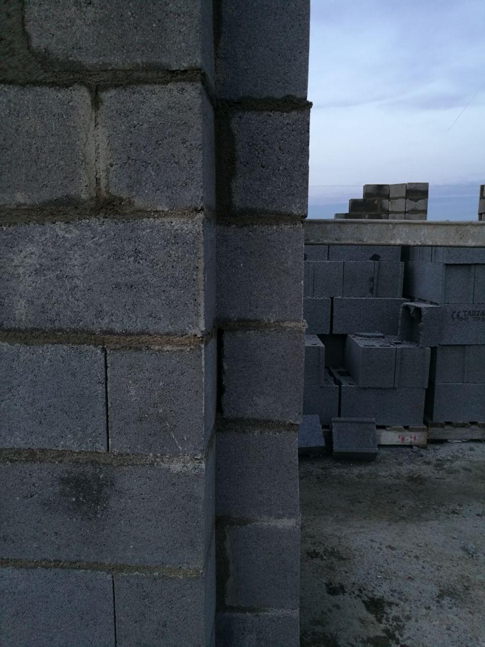 Mur façade sud (Baie Vitrée). <br /> C'est pas vraiment droit...