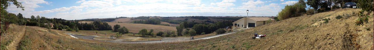 Panoramique du terrain, mais sans les Pyrénées