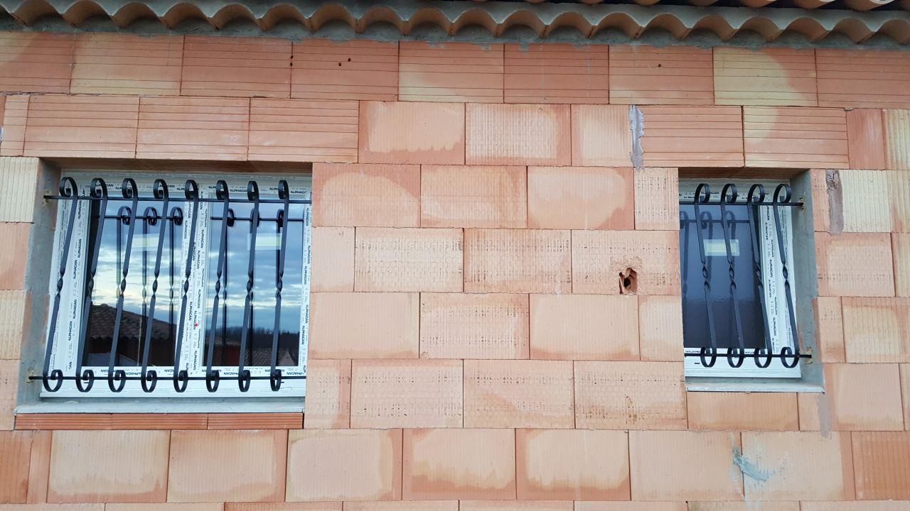 fenêtres avec grilles