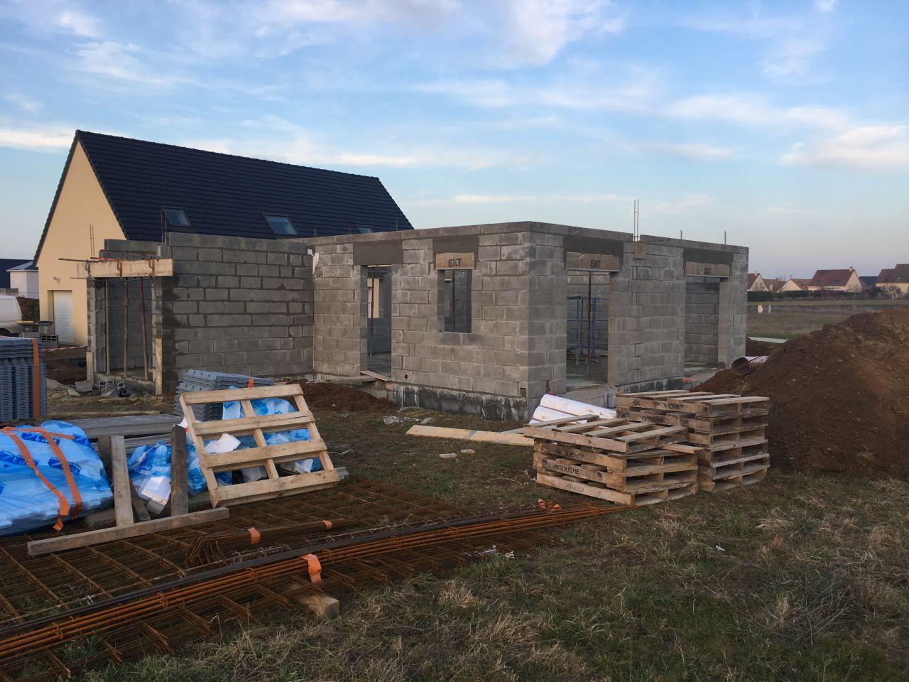 Les murs montent, vue du jardin