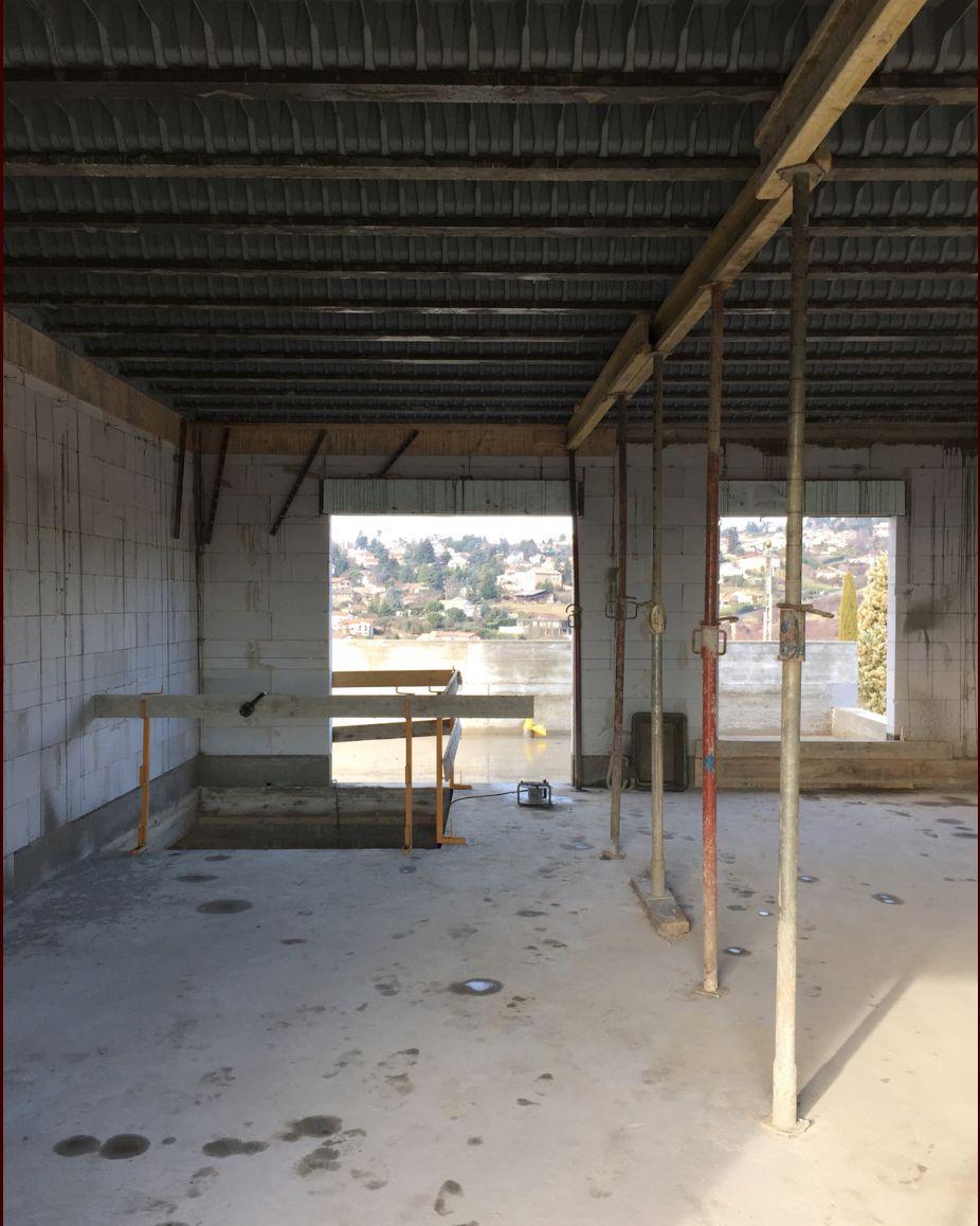 """La chambre de Pato (vulgairement appelée """"cage d'escaliers"""") et la salle de bain"""